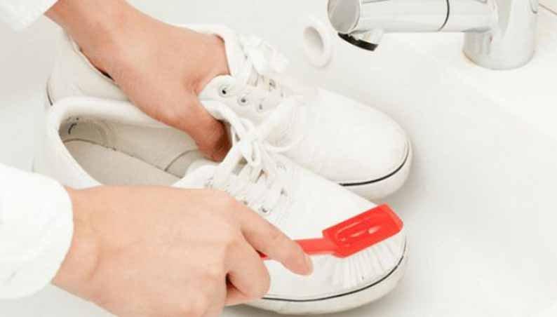 Какбыстро почистить белые кроссовки